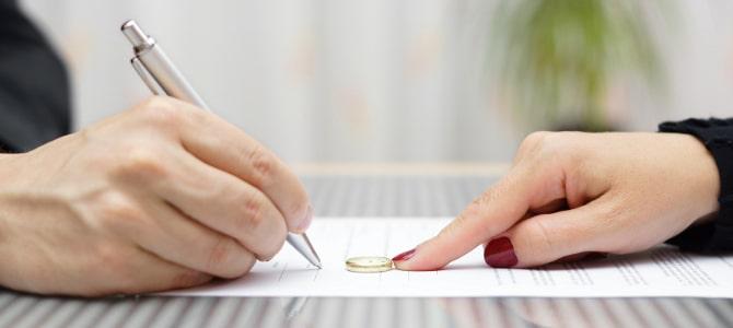 Was müssen Sie beachten, wenn Sie einen Ehevertrag aufsetzen wollen? Erfahren Sie in unseren Ratgebern mehr.