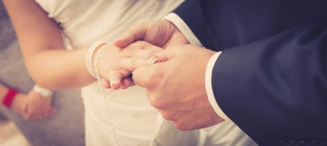 Wie hoch fallen die Gebühren für eine Eheschließung aus?