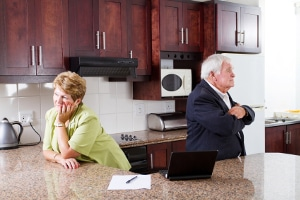 Versorgungsausgleich: Ob Beamte, Rentner oder Geringverdiener, die meisten Anrechte sind vom Rentenausgleich betroffen.